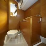 Jeanneau 439 Bathroom